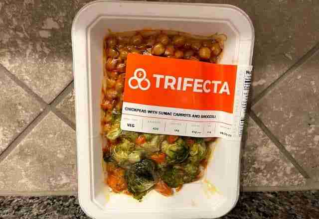 chickpeas with sumac carros and broccoli