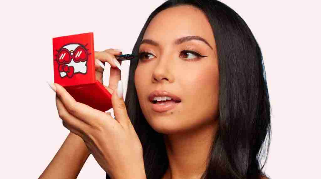 using and reviewing GLAMnetic lashes